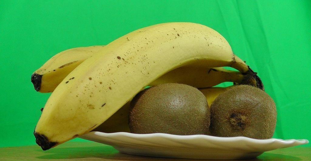 banana y kiwi para preparar jugos detox